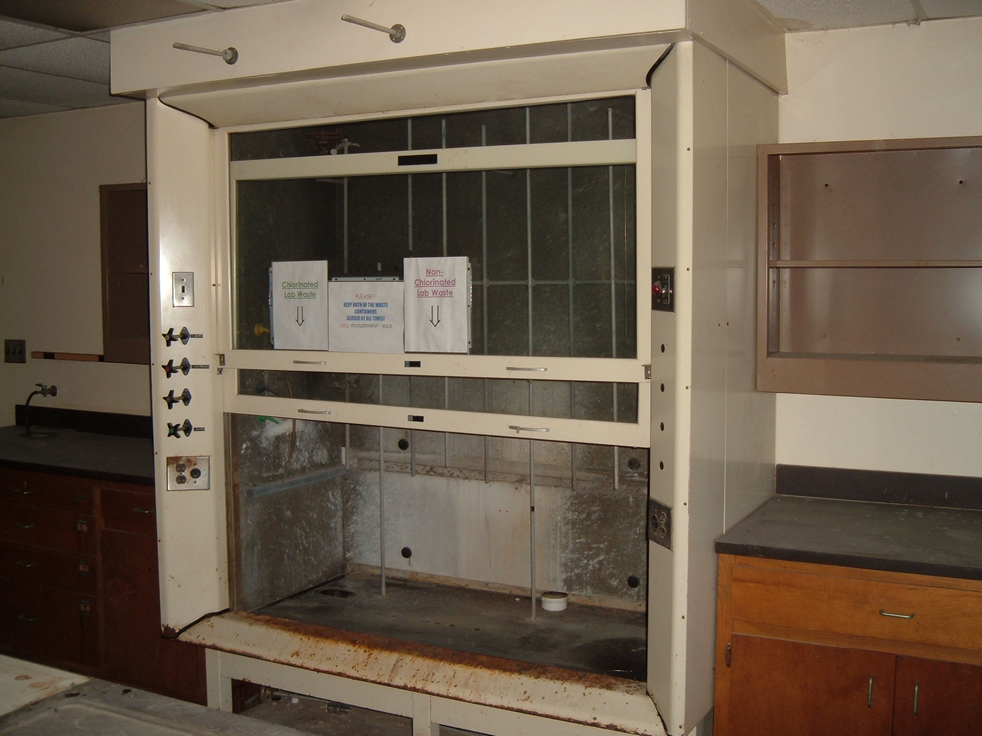 Lab Hood (Free Standing)  Inside dimensions = 28\