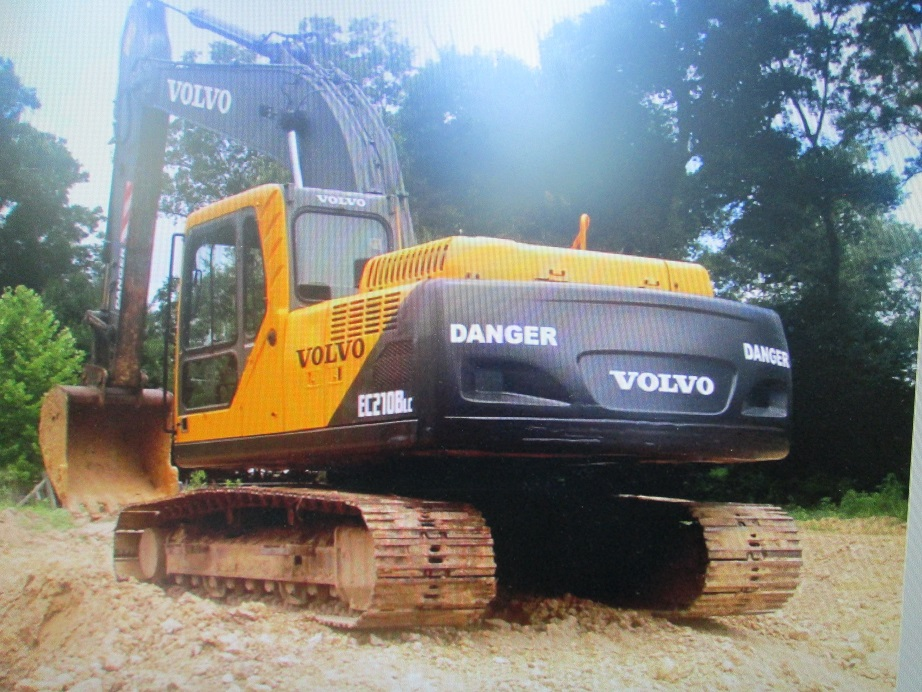 Volvo Excavator, 2003 Volvo EC210BLc.  A/C and heat.  New seal kits in cylinders.  7300 hours.  Runs like new.  Well Maintained.  Operating weight: 45,001 - 46,000, Net horsepower 159.