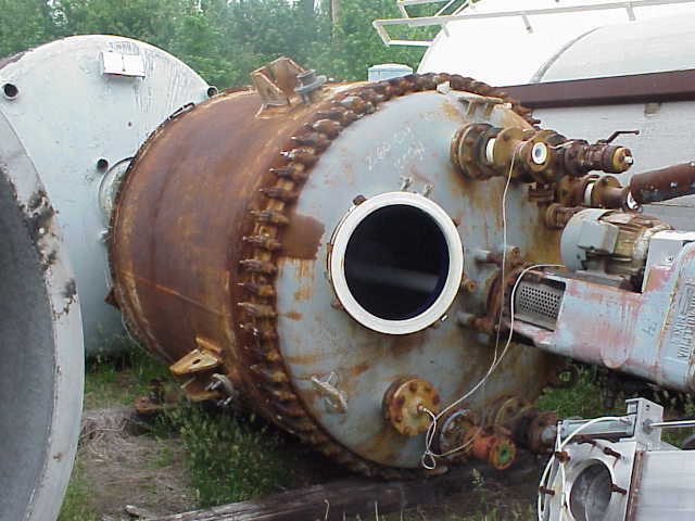 1000 Gallons. Reglassed in 1986.  Philadelphia Mdl. PTF-08 Mixer.  10 HP, 125 RPM output.