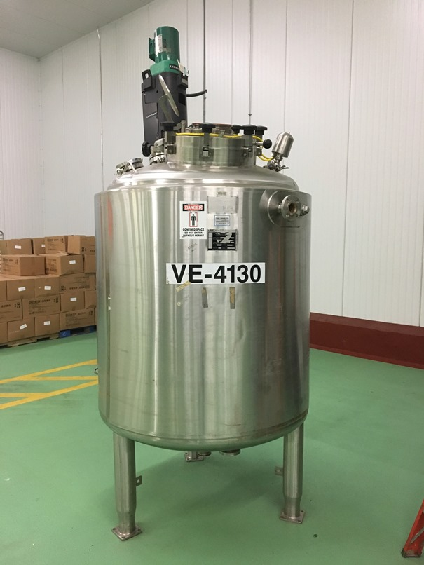 used Feldmeier 350 Gallon (1000 Liter working volume (264 Gallon). 1472 Liter total volume (360 gallon) Sanitary reactor vessel. 316L Stainless Steel shell rated 45/FV @ 302 deg.F.  Jacket rated 100/FV @ 302 Deg.F.  Has Lightnin model V5T18 0.25 HP agitator.