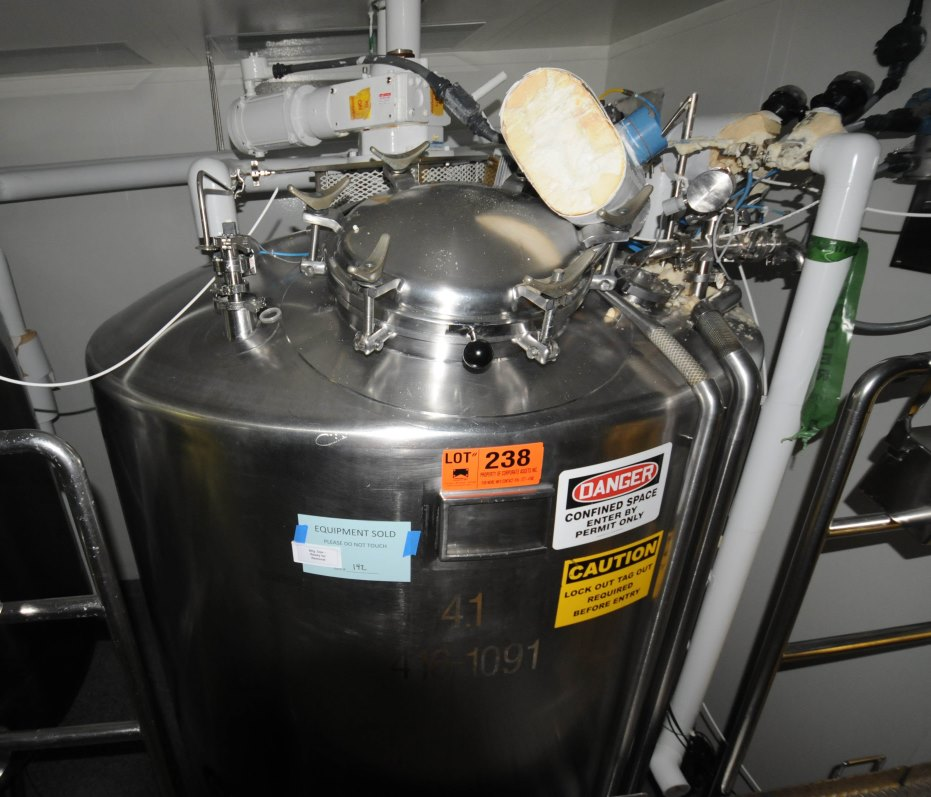 (2) used 4500 Liter (1200 Gal.) Sanitary reactor. Built by JV Northwest. Internal rated 25 PSI @ 100 Deg.F.  Jacket rated 50 PSI @ 100 Deg.F. Top mounted Lightnin Mixer. Approx. 79