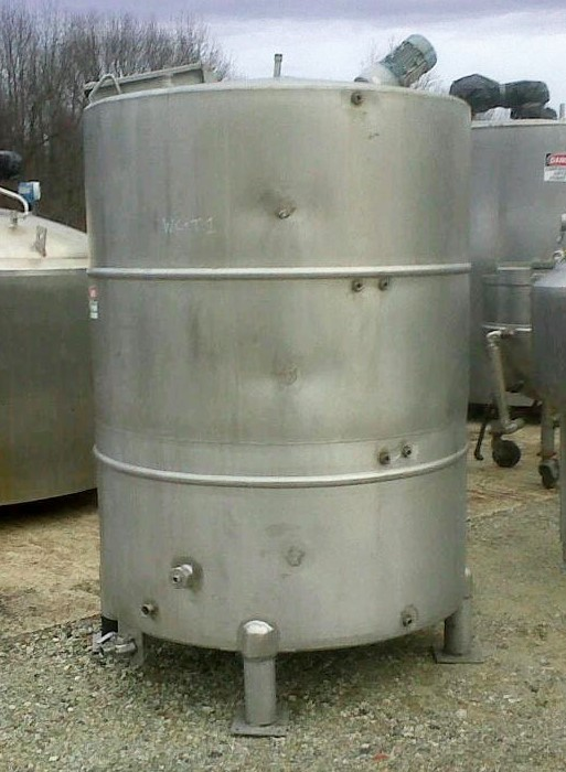 used 950 gallon stainless steel mixing tank.  5' dia x 6'6