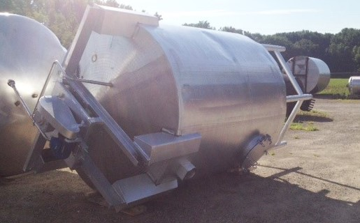 used 2500 Gallon Stainless Steel tank. Unit equipped with a top mounted agitator, rake skimmer. This skims off the top level of the tanks and discharges it out a chute.  7'6