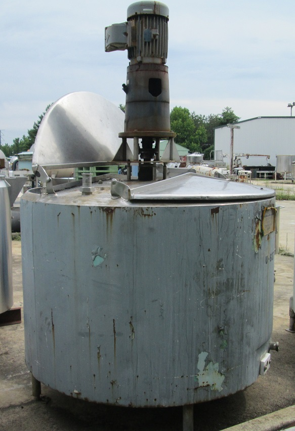 500 gallon stainless steel jacketed mixing tank.  Agitator driven by 10 HP, 230/460 V, 1740 RPM explosion proof motor.  Turbine type agitator blade.  Tank equipped with a baffle.  63