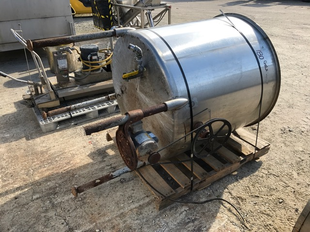 used 200 Gallon Stainless steel tank.  Has side entering mixer(not sure if it works). 41