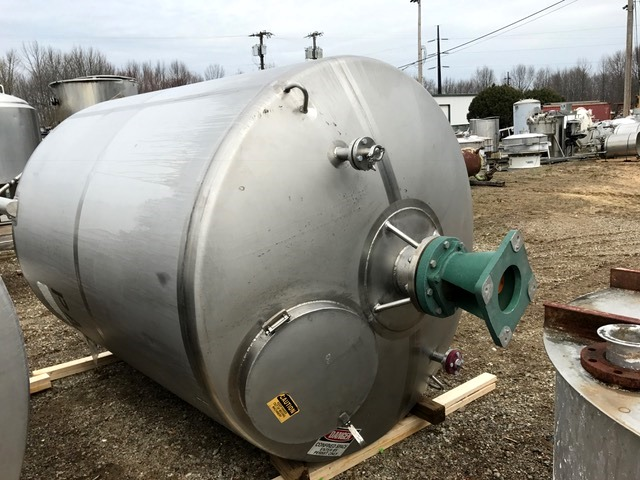 used 1700 Gallon Walker Sanitary Stainless Steel Mix Tank. Unit has mixing shaft but no motor.   6'6