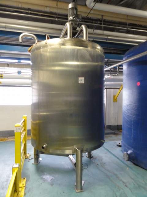 ***SOLD*** used 1000 Gallon Walker Sanitary 316L Stainless Steel Mix tank. Dish top and Bottom. approx. 5'4