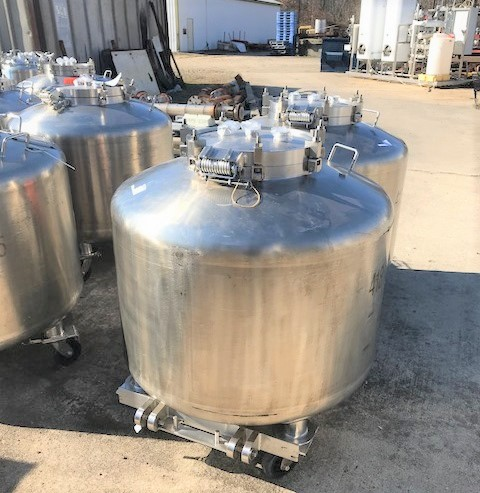 (2) Used 190 Gallon (720 Liter) Dairy Craft portable Totes/Vacuum Vessels. 42