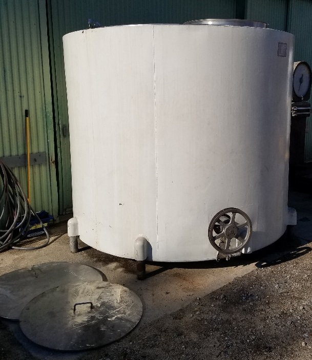 used 2,150 Gallon Stainless Steel Jacketed Mixing Tank. Built by WILL-FLOW CORP.  Approx. 8' diameter x 6'8