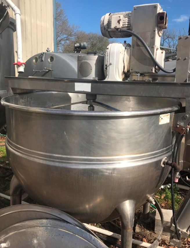 Used Hamilton 500 gallon stainless steel double motion agitated kettle, style SA. Jacket rated for 90 psi @ 320 degrees F.  Atmospheric internal at 320 degrees F. Double motion agitator with hydraulic tilt out.  Hinged lid.  3