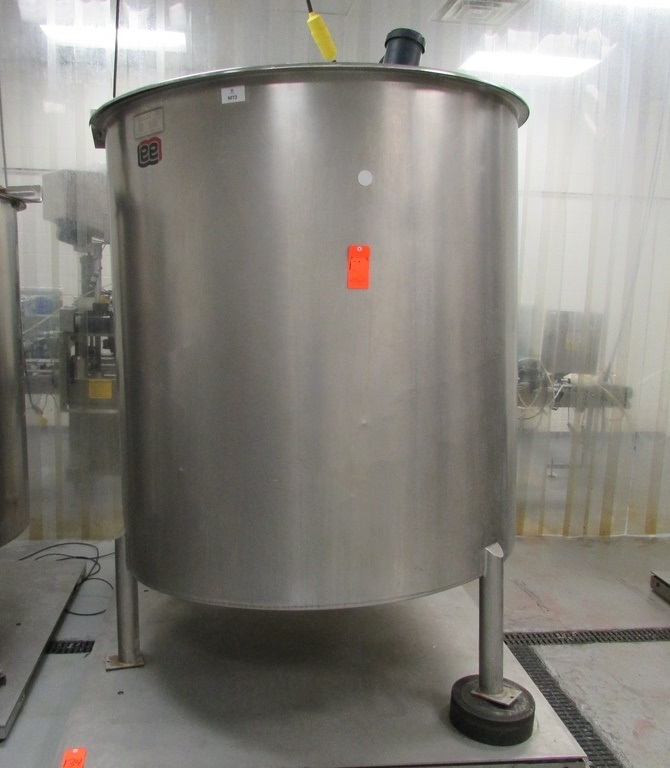 used 1000 Gallon Lee model 1000PBT Stainless Steel Sanitary Mix Tank.  Open Top, Slant Bottom Tank with Stainless Steel Cover and Neptune JG-5.1 Dual 1.5HP Clamp On Electric Mixer with Stainless Steel Shaft and Prop 350 RPM output. Serial Number B8173C. 5' Dia. X 5'8