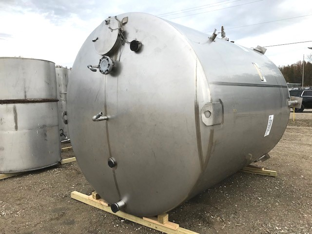 ***SOLD*** used 5000 Gallon Stainless Steel vertical Storage tank built by Walker. 8'11