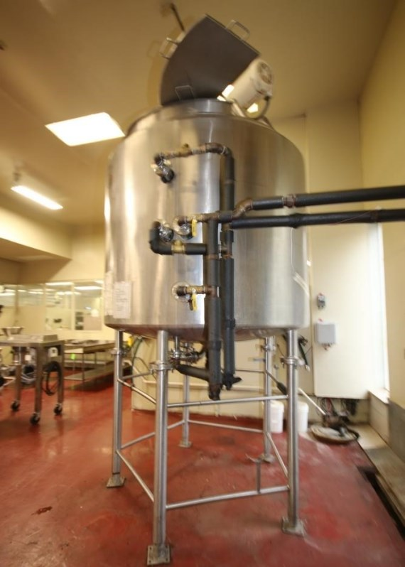 ***SOLD*** used 1000 Gallon LEE, Jacketed Mix Kettle with Scraper Blades and Baffles. Model 1000UDBT2, S/N B3880A1, Jacket rated 125 PSI. National Board Number 4357. Dish Bottom with 3