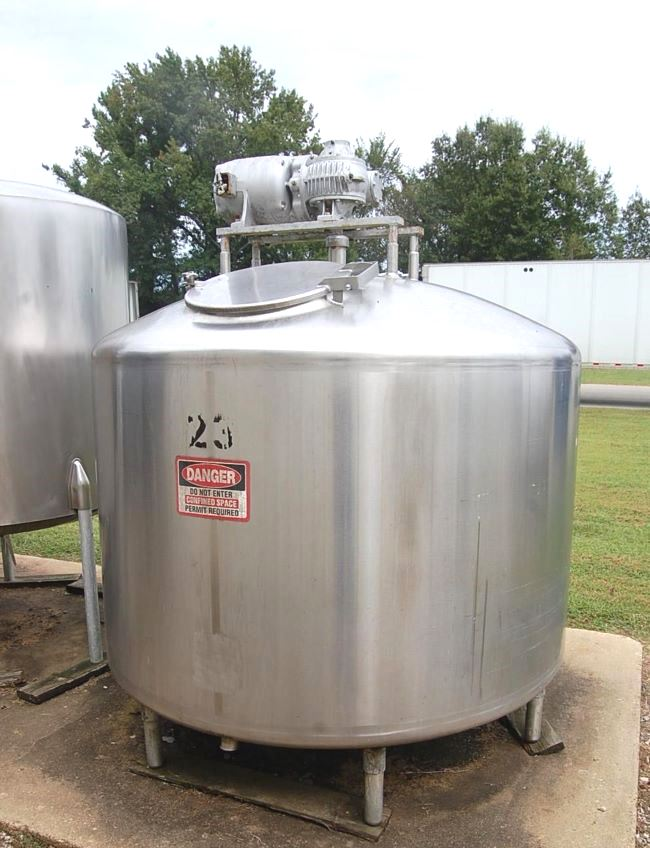 Used 750 Gallon Stainless steel Mix Tank.  6' Dia.  X 3'6