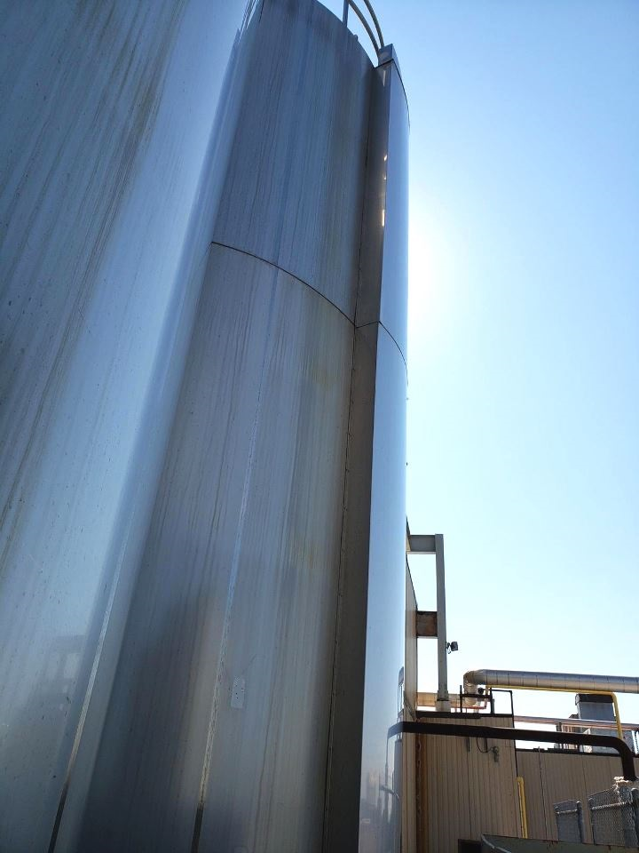 used Mueller 15,000 Gallon Stainless Steel Sanitary Jacket Vacuum Rated Mix Tank/Reactor.  Internal rated 60 PSI and Full Vacuum @ 350 Deg.F. with #4 Finish. Jacket rated 100 PSI @3 50 Deg.F.  Dimple Jacket. 11' Dia. x 20'3