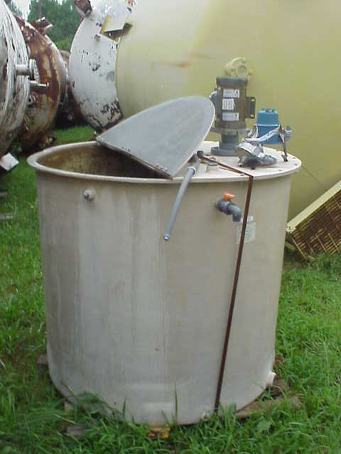 300 gallon FRP tank with mixer. Mixer is 0.5 HP, 115/208-230 volt, 1725 RPM motor.  Has flat top with hinged section.