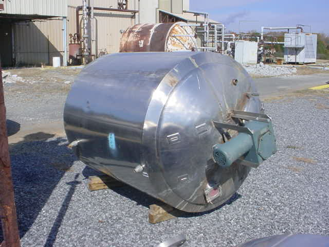 750 Gallon, Stainless Steel jacketed mix tank. Has 2 HP, 3ph, 208/440 volt, 1725 rpm drive into Falk gear with 50:1 ratio. Has sweep type mixer.  Tank OD is 5'2