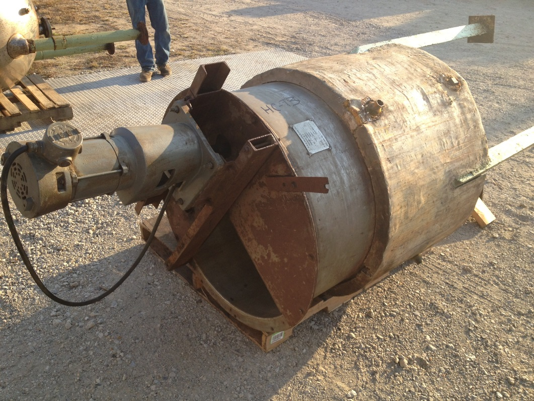 200 Gallon, used Stainless Steel Jacketed Mix Tank. Mfr. D&W Welding. 3\' dia. x 3\'8\