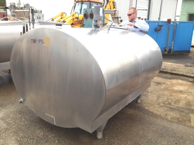 800 Gallon used Mueller Stainless Steel Tank with vertical Agitation and Refrigeration jacket.  Model OH.  S/N 10606. Sanitary construction.  Overall dimensions 6'w x 7'3