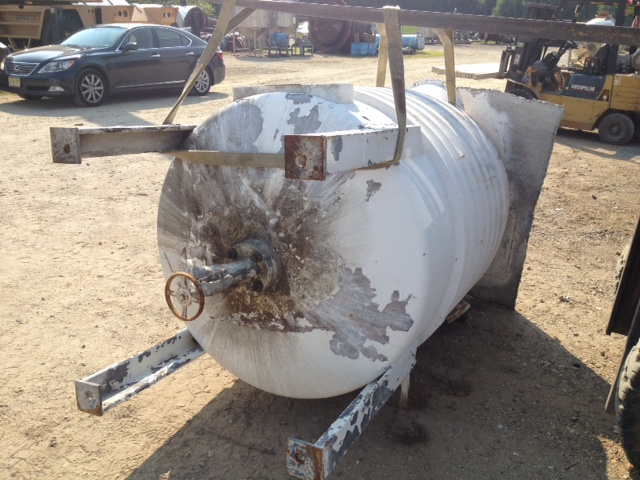 used 450 Gallon Stainless Steel mix tank.  4\' Dia. x 5\' T/T.  Flat top with 17.5\