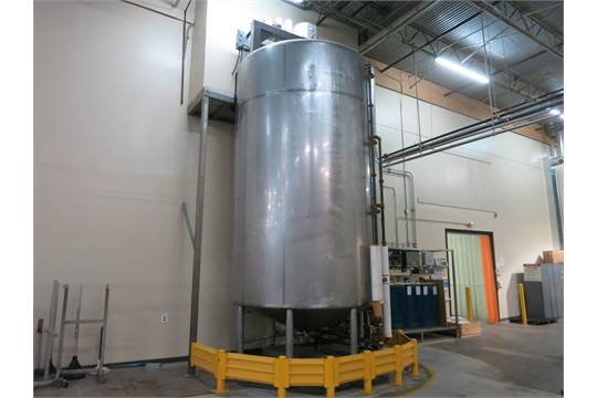 ***SOLD***used 7000 Gallon Walker Sanitary Jacketed Process Mix Tank/Kettle with Full Sweep agitator. Model VHT3459R. s/n 9186. Jacket rated 75 PSI and has 417 Sq.Ft area. Dome top, Cone Bottom. 3