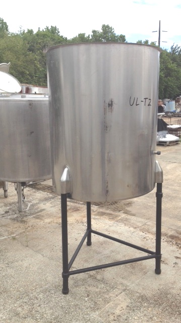 used 226 Gallon Stainless Steel tank. Chem-Tek model 226 OVS. 3' Dia. x 3'10