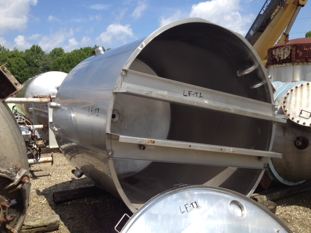 used 3000 gallon Stainless Steel tank. Approx. 8' dia. x 8' T/T and 10'4