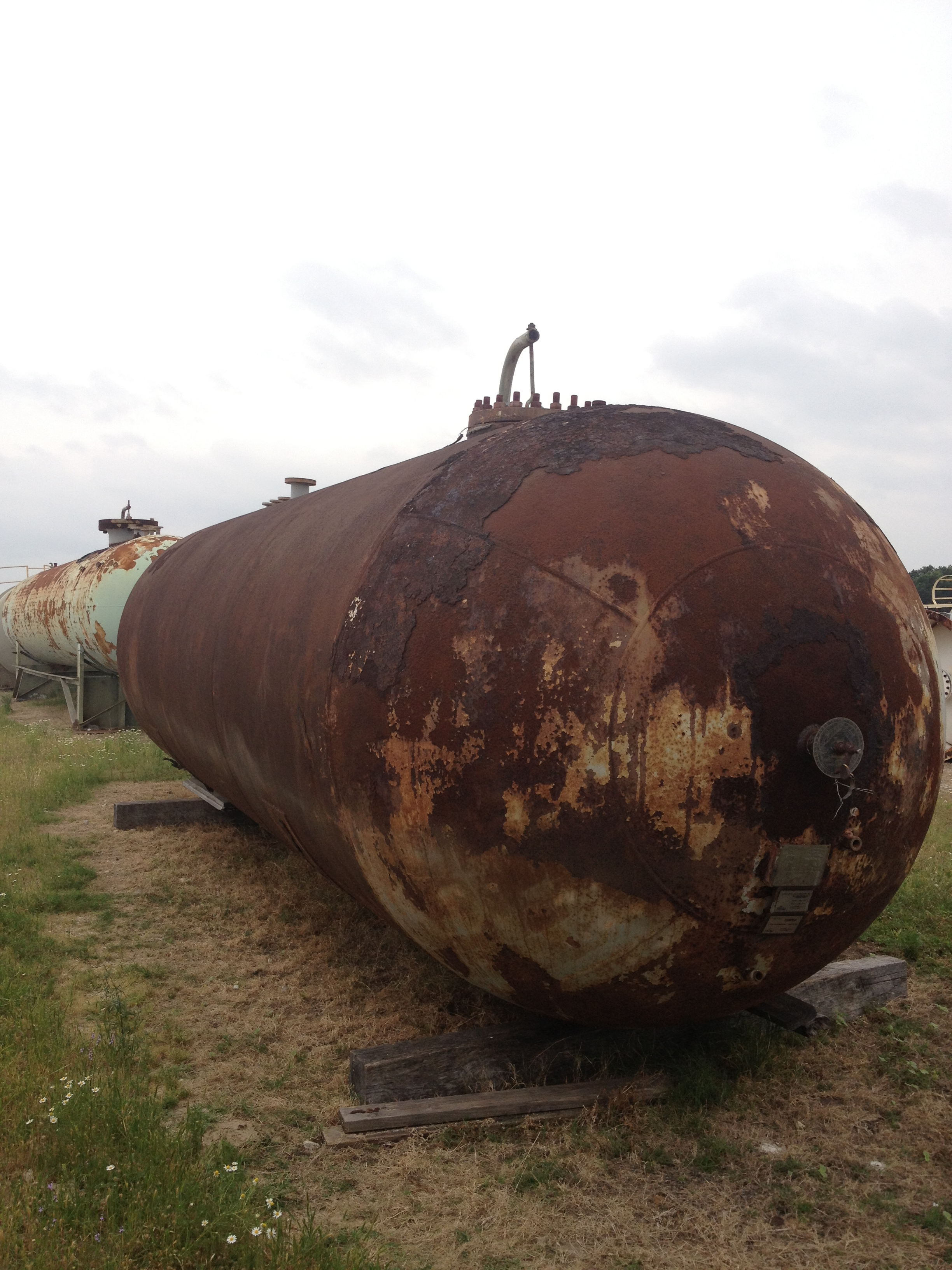 10,000 gallon, 200 PSI carbon steel, horizontal pressure vessel.  Previously used as Butane Storage tank.