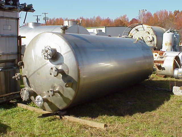 MUELLER 2000 gallon, Jacketed Vacuum Vessel. Vertical. Vessel Rated 40 PSI and 7.5 PSI External (15.27 in.Hg.Vacuum) Internal. Jacket rated 90 PSI @ 210 Deg.F.. Jacket Volume  approx. 2.34 CU. FT.