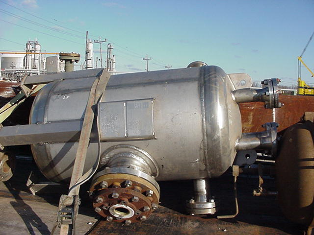 84 gallon high nickel stainless steel pressure vessel.  MOC: SB-625-NO8904 (25% Ni, 4.5% Mo, 20% Cr) aka Allegheny Ludlum Stainless Steel AL 904L Alloy.  Mounted on legs.