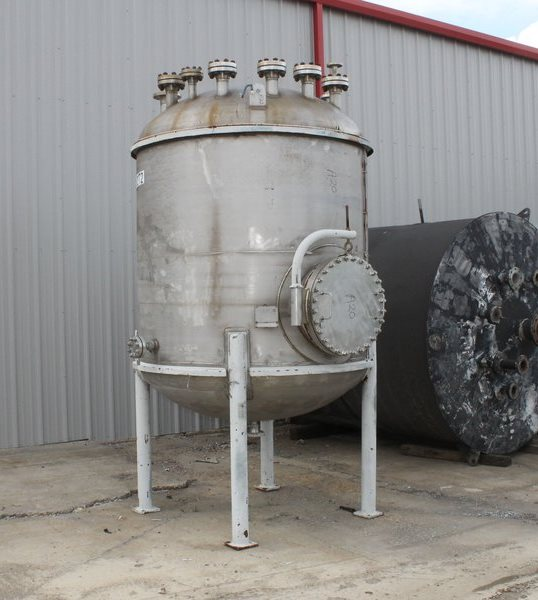 ***SOLD***used 1100 Gallon Joseph Oat Corp. Vessel. Material of Construction is Alloy 20. Rated 77/Full Vacuum PSI @ 350 Deg.F. Dish top and bottom mounted on legs. Side manway. Flanges are as follows: Bottom - (1)2