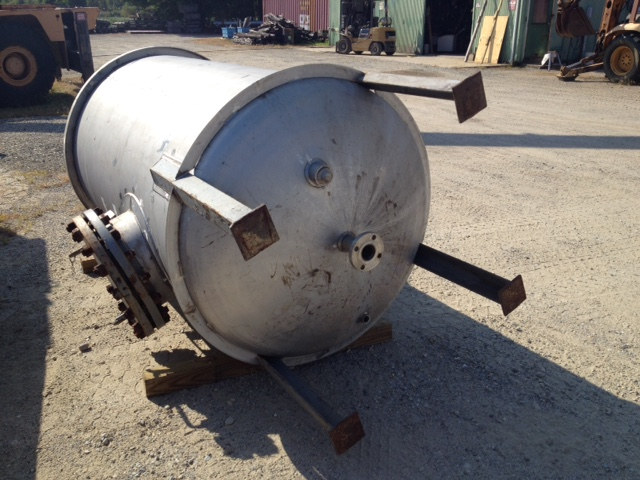***SOLD*** used 600 Gallon Stainless Steel vacuum/pressure Vessel rated 150/Full Vacuum @ 400 Deg.F. 4' dia.x 6'6