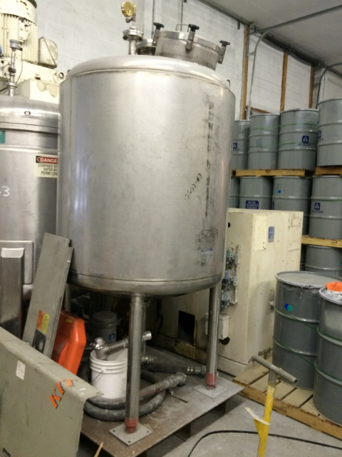 used 470 gallon stainless steel Full Vacuum tank.  Rated 15 psi/FV @ 200 degrees F.  Approximately 44