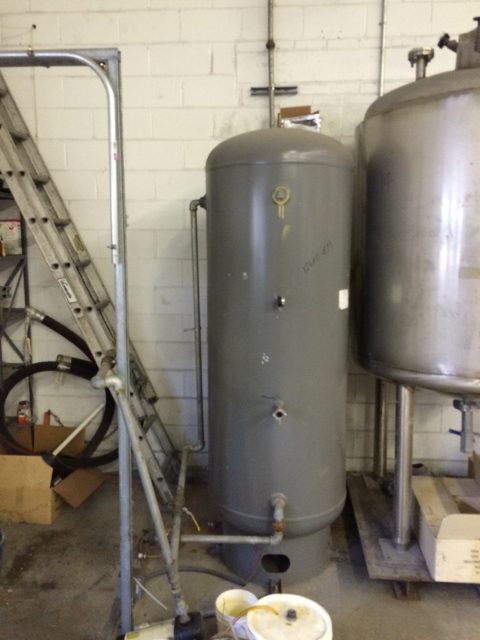 Used approx 200 Gallon Air Receiver tank. Approx. 30
