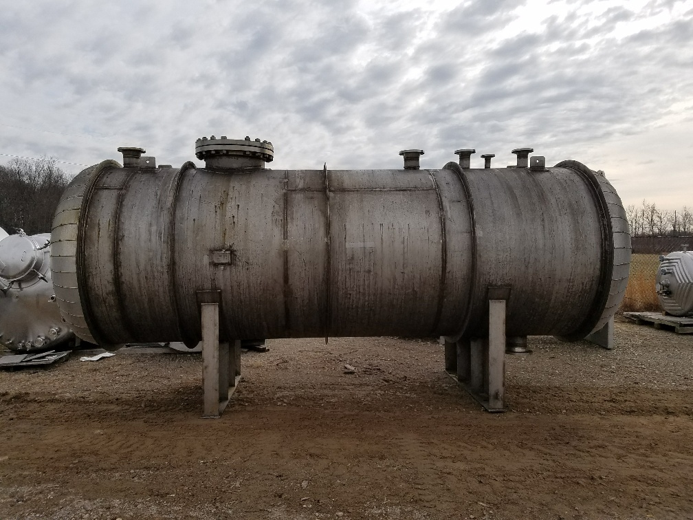 used 3,500 gallon stainless steel pressure vessel.  Horizontal.  Rated 50 PSI @ 250/-25 degF.  6' diameter x 16' straight side.  19'6