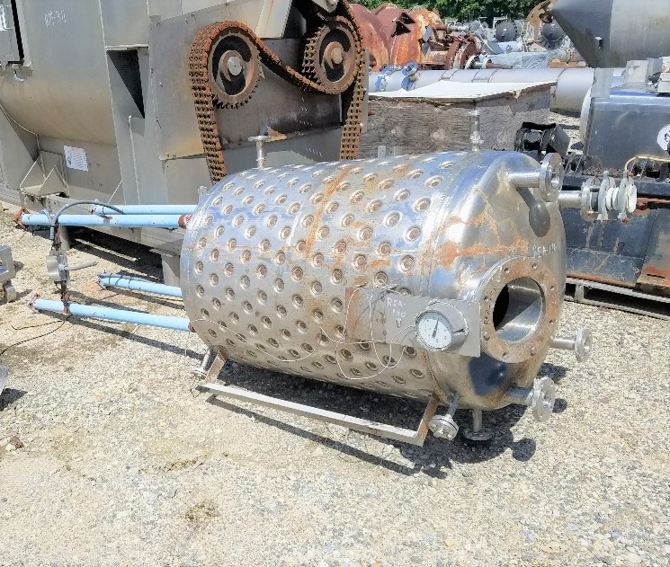200 Gallon 304 Stainless Steel Jacketed vacuum vessel. Rated 30/Full Vacuum @ 100 Deg.F internal and 90 PSI @ 100 Deg.F Jacket.  3' dia. x 4' T/T. Built by Alloy Fab, NB# 65. Dimple Jacket. Mounted on legs. Has flange to mount mixer, No mixer included.
