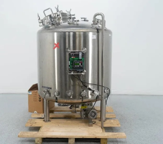 used 1400 Liter (370 Gallon) Northland Stainless Sanitary Reactor Vacuum Vessel. Internal Rated 60/Full Vacuum PSI @ 350 Deg.F.. Includes Bottom Mounted Agitation 3/4 HP and Load Cells. Also has (2) Top mounted spray balls for CIP. 6'5