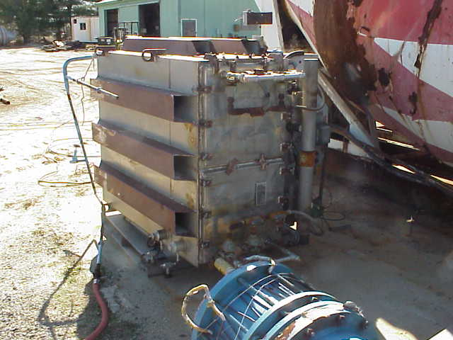 Unit is vertical mount.  Bags are horizontal.  Pulse jet type. SCRAP