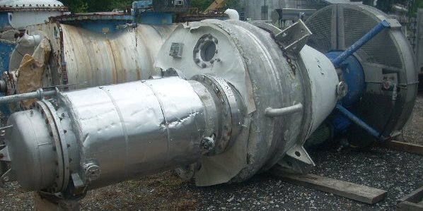 Used 35 cuft (1 m3) Krauss Maffei Titus Nauta mixer/conical vacuum blender and dryer, conical dryer. Model TMT1/200.  316 Ti Stainless steel vessel with 316L stainless steel screw.  Rated -14.5 PSI/ 40 PSI @ 330 degF (-1/3 bar g @ 165 degC).  Jacket and Screw rated 90 PSI @ 330 degF (6 bar @ 165 degC).  Screw  is 8