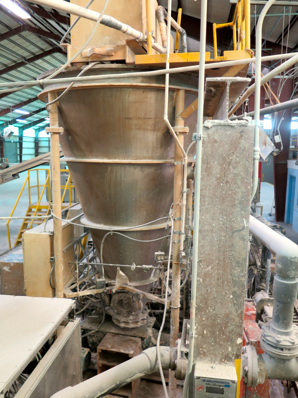 used 76 Cu.Ft. (2,150 L/560 gal) JH Day Stainless Steel, Full Vacuum Rated Nauta Mixer system/Conical mixer. Model MK 2 FB-76. 304 Stainless Steel. Has 20 HP, 230/460 volt, 1800 rpm drive for orbital arm with 3 RPM output and 3 HP, 230/460 volt motor for screw with 120 RPM output.  Approx. 12'4