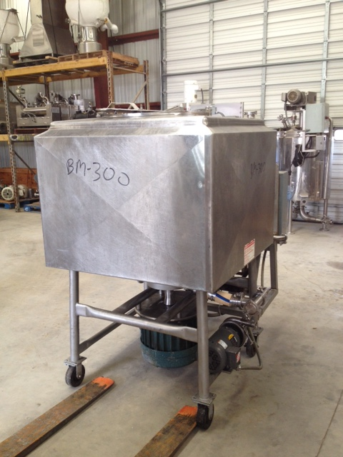 200 Gallon BREDDO Model LDTW-200 Jacketed Likwifier/Liquifier/Liquefier on Casters. Driven by 20 HP, 230/460 volt motor. 90 PSI Jacket. Has Watlow electric heater with pump and control.  Has AB starters for Thompsen model 69804-04, 1.5 HP, 208-230/460 volt 1755 rpm transfer pump and Liquifier unit. Last used to make Sugar Glaze for Bakery in sanitary application. Overall dimensions approx. 5'10