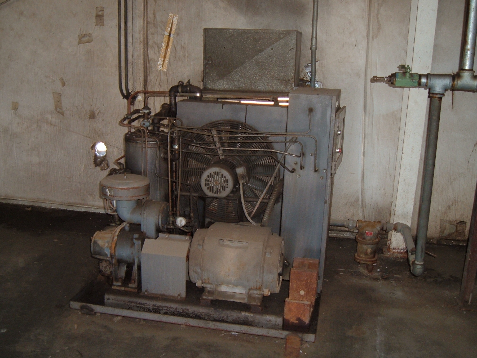 used Worthington Compressor. Powered by 40hp 3525 rpm motor, Model# B0402VLC3UM, S# 92Y03035, 3/60/230/460