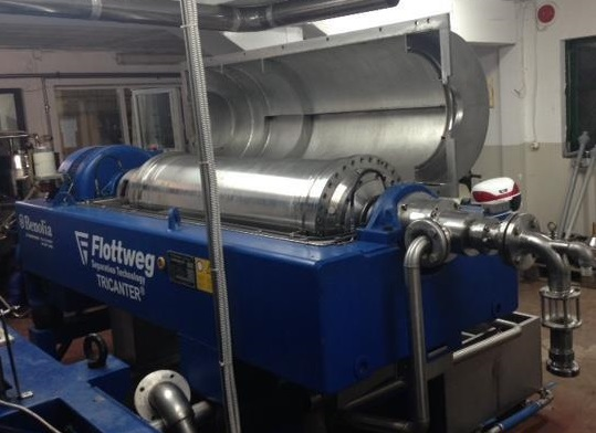 ON HOLD. Flottweg Z4E-4/444 Tricanter Solid Bowl Decanter Centrifuge. Maximum bowl speed 3800 rpm, three phase separation (liquid/liquid/solids separation), steep angle bowl design, conveyor, base, casing, feed pipe, grease lubrication pump, control. 16.5