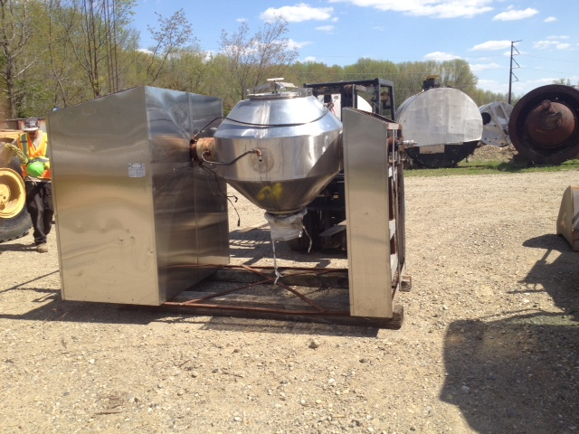 Used Gemco 10 Ft3 Double Cone Vacuum Dryer. 316L Stainless Steel. Rated 150 #/Cu.Ft.. Rated Full Vacuum @ 400 Deg.F. internal and 150 PSI @ 400 Deg.F. on Jacket.  Jacket nozzle need repair.