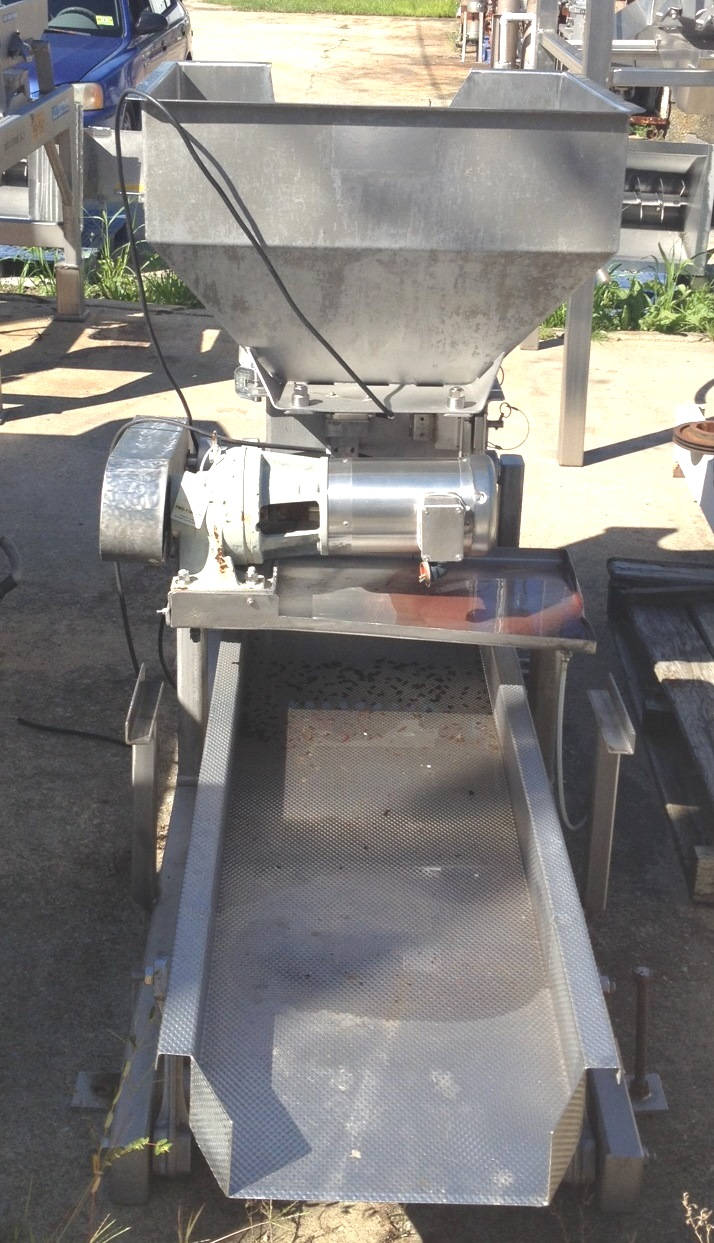 Commercial Manufacturing and Supply Vibratory Conveyor, Vibrating Shaker/Feeder. 6' Lgth x 18