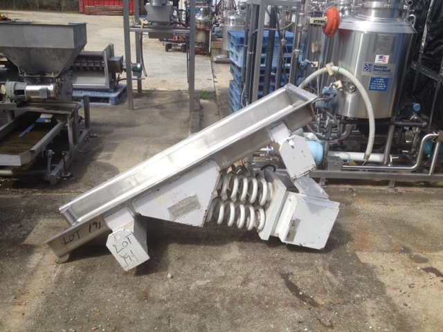 used Carrier Vibrating Ampli Flow Pan feeder. Model FC1860S-6. Has Sanitary Stainless steel pan 6' lgth x 18