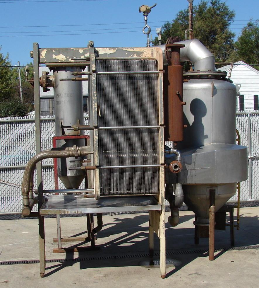 ***SOLD***This is a 2,050 lb/hr APV 1 effect Finisher Evaporator.  Type P-E, Serial number 1340.  It employs a forced circulation rising-falling film principle of evaporation.  This unit includes the evaporator frame with 16 each type 316 stainless steel plate units (65 plates total), one type 316 stainless steel 30.5